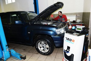 Заправка кондиционера Ниссан. Технический центр специализируется на Ниссан более 14 лет. Специалисты центра решают любые задачи, связанные с обслуживанием, диагностикой и ремонтом систем кондиционирования автомобилей марки Nissan.