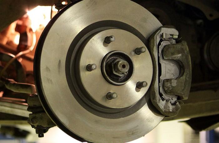 Замена тормозных колодок с обслуживанием тормозных механизмов